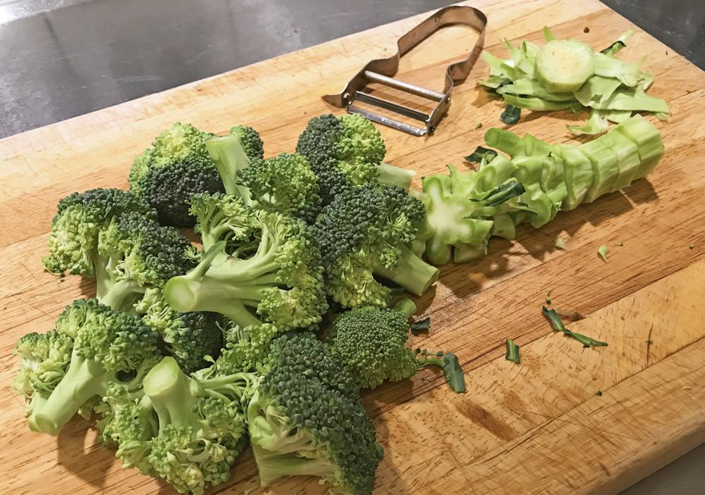 Broccoli hel skuren i bitar